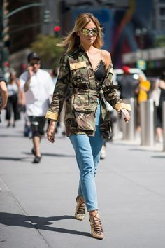 Street Style from Day 6 of New York Fashion Week - Fashionista Best Street Style, New York Fashion Week Street Style, Spring Street Style, Street Style Looks, Street Chic, Street Fashion, Looks Style, My Style, New Yorker Mode