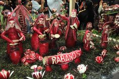 """""""En nuestra #FotoDelDía un montaje presentado durante la #NochedeRábanos, en #Oaxaca"""""""