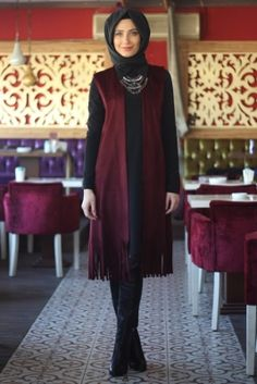 Nur Banu Bordo Parla Tesettür Yelek Islamic Fashion, Muslim Fashion, Modest Fashion, Hijab Fashion, Fashion Outfits, Womens Fashion, Jeans Dress, I Dress, Chic Outfits