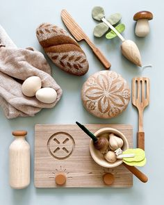 Thoughtfully created and the company gives back. How totally adorable are these wooden food toys perfect for a pretend kitchen. Odin Parker does not disappoint! Natural Toys, Natural Baby, Deco Originale, Eco Friendly Toys, Homemade Toys, Felt Food, Montessori Toys, Cute Toys, Wood Toys