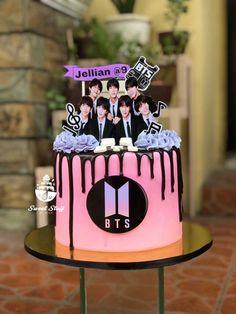 19th Birthday Cakes, Creative Birthday Cakes, Funny Birthday Cakes, Pretty Birthday Cakes, Cake Designs For Girl, Bts Cake, Cake For Boyfriend, Purple Cakes, Bts Birthdays