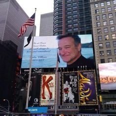 NY pays tribute to Robin Wiliams.