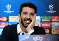 Buffon Masih Galau Melatih Juventus