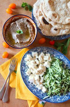 Crema di melanzane greca facile e veloce: la melitzanosalata | Vita su Marte Antipasto, Naan, Palak Paneer, Curry, Ethnic Recipes, Food, Mars, Greece, Appetizers