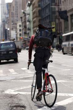 A donde sea y como sea te lleva una bicicleta, pero siempre con estilo