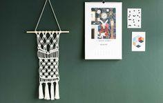 Kahta erilaista solmua vaihtelemalla syntyy trendikäs seinävaate helposti aloittelijankin käsissä.
