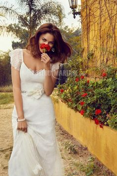 Col en v robe de mariée moderne manches courtes fleur satin [#ROBE2010090] - robedumariage.com