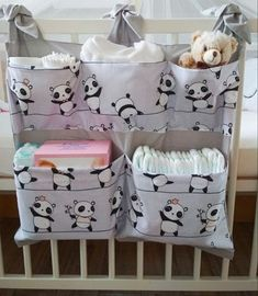 Panda – breite Tasche für Wickeltisch / Kinderbett – Bébés et soins de bébé - Babyzimmer Junge Baby Room Diy, Baby Bedroom, Baby Room Decor, Diy Bebe, Baby Sewing Projects, Baby Crafts, Crib Bedding, Baby Patterns, Baby Quilts