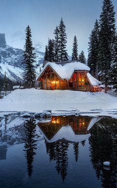 Looking for chepest places to travel? There are a lot of beautiful places around the globe which can be travelled on a tight budget and which surely do not cost a bomb. Puff Gigante, Rustic Home Design, Winter Scenery, Cozy Cabin, Cozy Cottage, Cabins In The Woods, Architecture, Beautiful Landscapes, Future House