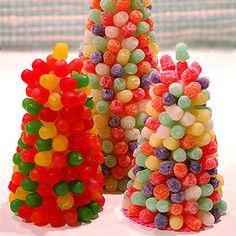 Arbolitos de chuches: http://charhadas.com/ideas/4361-como-hacer-tartas-y-figuras-de-gominolas?category_id=39-manualidades-faciles