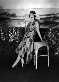 Vintage Fashion * Gertrude Lawrence 1928 * Photo by James Abbe 1920 Style, Style Année 20, Flapper Style, Flapper Fashion, 1920s Flapper, Vintage Outfits, 1920s Outfits, Vintage Dresses, Vintage Fashion