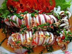 Thai seafood: Muek Nung Ma-naw (Squid with Chili and Lime Dressing) Seafood Menu, Seafood Dinner, Seafood Casserole Recipes, Seafood Recipes, Thai Recipes, Asian Recipes, Delicious Recipes, Healthy Salmon Cakes, Tasty Thai