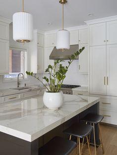 Jefferson — KitchenLab Interiors Kitchen Island With Stove, All White Kitchen, New Kitchen, Home Decor Kitchen, Kitchen Interior, Home Kitchens, Kitchen Ideas, Condo Living Room, Kitchen Colour Schemes