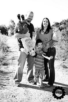 My family exactly. Outdoor Family Portraits, Fun Family Photos, Xmas Photos, Family Picture Outfits, Family Posing, Picture Poses, Picture Ideas, Photo Ideas, Photography Photos