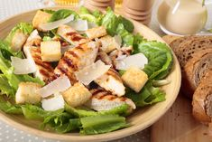 Roasted Pear and Blue Cheese Spinach Salad Pear And Blue Cheese Salad, Croutons Maison, Caesars Salad, Simple Spinach Salad, Pizza Lover, Winter Salad Recipes, Classic Caesar Salad, Parmesan, Chicken Caesar Salad