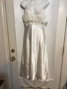 nwt Judith Hart Satin Nightgown--size-med.-- Clothing, Shoes & Accessories