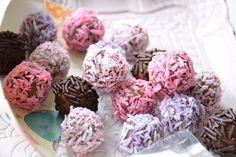 Gekleurde kokos-dadelballetjes :: De Voedingsapotheek Speciaal gemaakt in de maand Oktober - Roze -Pink Ribbon