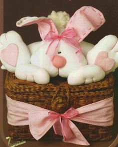 Simply Crafts: Bunny on bau - pap Easter Crafts, Crafts For Kids, Diy Crafts, Clay Bear, Rabbit Crafts, Clay Ornaments, Felt Patterns, Stuffed Animal Patterns, Felt Christmas