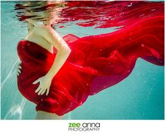 Naples underwater maternity session with Zee Anna Photography