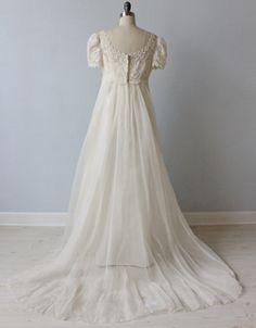 アンティークウェディングドレス,ヴィンテージウェディングドレスの通販。二次会ドレスや海外ウェディングのドレスを通販。アンティークドレス、結婚式や披露宴、二次会にクラシカルなドレスをご利用下さい。