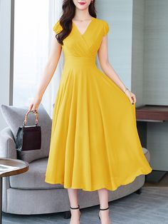 V neck plain maxi dress round neck floral printed maxi dress Trendy Dresses, Casual Dresses, Dresses Dresses, Summer Maxi Dresses, Flower Dresses, Dress Outfits, Boho Dress, Dress Skirt, Dress Shoes