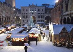 Mercatino di Natale - Christmas Market, in Verona, Piazza dei Signori, Nov. 23 – Dec. 21, 2013 ; Sunday – Thursday, 10 a.m. to 9:30 p.m.; Friday, Saturday and holiday eves 10 a.m. to 11 p.m.; more than 60 vendors offer  traditional holiday crafts and gift items; food booths.