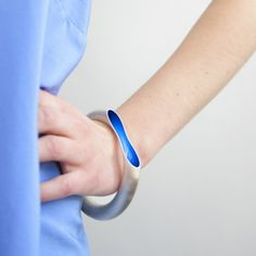 Bracelet Orgone blue by Marc Newson for chp...? A slice taken off a hollow tube reveals a brightly coloured, mysterious interior http://www.wannekes.com/en/design-jewellery-chp-jonghlabel-necklaces-bracelets-odm-watches/1799-bracelet-orgone-blue-marc-newson-chp.html.