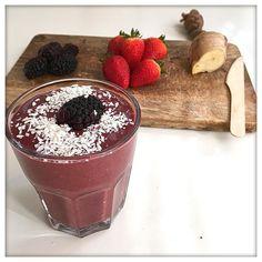 Post arms workout antioxidant juice - you need: 6 strawberries  1/2 cup blueberries and raspberries   1/2 cup of coconut water  2 tbsp Chia seeds  ginger #detoxjuice  Después del entrenamiento de brazos de esta mañana un zumo antioxidante para empezar el día - necesitarás: 6 fresas 1/2 vaso de arándanos 1/2 vaso de  miras 1/2 vaso de agua de coco una pizca de genjibre y un puñado de semillas de Chia  by real_and_not_perfect