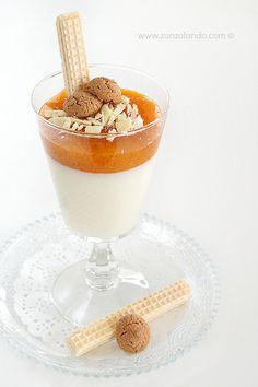 Panna cotta al cioccolato bianco e salsa di cachi - White chocolate panna cotta with persimmon juice | From Zonzolando.com