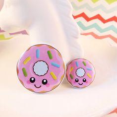 Pink Donut Badge 25mm 38mm fun food badge donut pin badge Delicious Donuts, Button Badge, Good Food, Fun Food, Food Illustrations, Little Miss, Pin Badges, Cute Pink, Kawaii