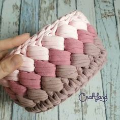 Crochet Bag Tutorials, Crochet Videos, Crochet Crafts, Yarn Crafts, Crochet Projects, Free Crochet, Knit Crochet, Kids Crafts, Crochet Handles