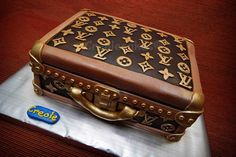 Louis Vuitton suitcase that was made into a cake! Louis Vuitton Cake, Louis Vuitton Suitcase, White Louis Vuitton, Louis Vuitton Handbags, Luggage Cake, Suitcase Cake, Lv Luggage, Fancy Cakes, Cute Cakes