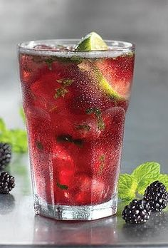 Blackberry & Lime Mojito- Ingredients: box of blackberries - fresh mint leaves - sliced key limes - If you would like it a little sweeter add a ittle cane sugar - crushed ice - ginger ale or club soda for bubbles (optional) pitcher of water. Refreshing Drinks, Summer Drinks, Fun Drinks, Beverages, Healthy Water, Healthy Drinks, Healthy Snacks, Healthy Recipes, Infused Water Recipes