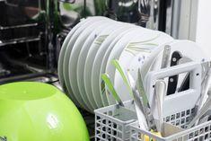 Vasker maskinen ikke ordentlig ren, og sidder der madrester og snavs tilbage, når programmet er færdig? Her er 3 tips til rengøring af opvaskemaskiner og et par bonustips fra en ekspert i opvaskemaskiner.