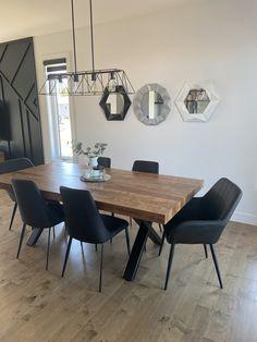 TABLE ORLÉANS 84'' X 42'' - MERISIER - AMBRÉE - FINI TEXTURÉ - CHAISES LAZARUS - CHAISES RUDY #lusine #table #orleans #chaise #rudy #lazarus #merisier #ambree Ambre, Texture, Chair, Surface Finish, Pattern