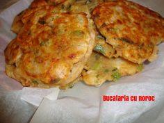 Pancakes cu ceapa si bere - Bucataria cu noroc Cauliflower, Pancakes, Chicken, Meat, Vegetables, Simple, Food, Cauliflowers, Essen