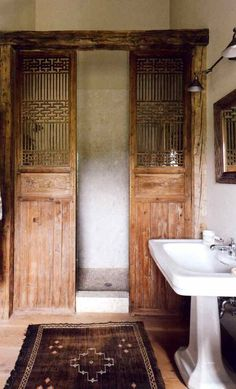 Salvaged wooden doors or screens can be a good alternative to the standard glass shower screen or curtain. Here, a pair of Chinese screens act as shower doors. Glass has been placed behind them to protect them from the water. Bad Inspiration, Bathroom Inspiration, Interior Inspiration, Interior Ideas, Interior Barn Doors, Home Interior, Interior Design, Brown Interior, Modern Interior