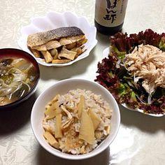 タケノコご飯。 海藻サラダ。 鮭と春キャベツの蒸し物。 味噌汁。 - 11件のもぐもぐ - タケノコご飯定食。 by KumaDaisuki