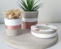 Kit Hanauma no Concrete Planters, Planter Pots, Recycling, Cement Crafts, Instagram Blog, Garden Pots, Handicraft, Diy And Crafts, Candle Holders