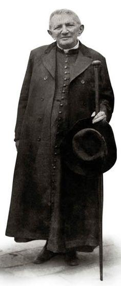 Padre Cícero- Padre Cícero  nasceu em Crato,  uma cidadezinha no estado do Ceará. A data de nascimento foi dia 24 de março de 1844.