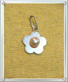 Flor d plata c/ perla rosada $ 6.00 dólares