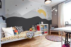 Personalisieren Sie das Zimmer Ihres Kindes! Moderne Tapeten für Kinderzimmer mit Berglandschaft. Unsere skandinavischen Stil Tapete passen perfekt den Raum für eine kleine Träumer. Wir entwerfen und produzieren alle Tapeten, Aufkleber und Plakate verfügbar auf unserer Website. Es