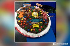 Olhando essas fotos parece que os alunos do 9º ano estavam comemorando vários aniversários, né? Na verdade, isso é uma aula de biologia da professor Naiara, e esses bolos são a demonstração das organelas celulares e suas funções. Sim, elas comemoram o experimento!  #EuSouIBR #IBR35anos