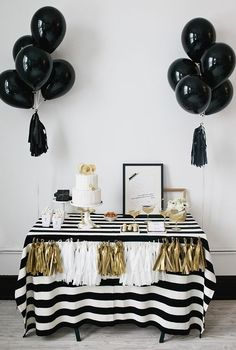 Black Gold Party A black and white party is one of the best new years eve party theme ideas! - Here are some of the best New Years Eve party theme ideas for adults who love food, games, party favors, themes, and more! White Bridal Shower, Gold Bridal Showers, Birthday Table, Birthday Parties, Gold Birthday, 20th Birthday, Birthday Favors, Tea Parties, Birthday Ideas