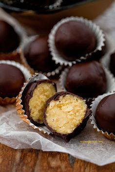pralines w/ egg liqueur My Favorite Food, Favorite Recipes, Baking Recipes, Dessert Recipes, Orange Creme, Slovak Recipes, I Love Chocolate, Cheat Meal, Confectionery