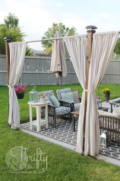 Installing an outdoor privacy screen is important to provide some privacy from intruders. Find out 17 inspiring outdoor privacy screen ideas to use. Balcony Privacy Screen, Privacy Screen Outdoor, Privacy Walls, Privacy Curtains, Hot Tub Privacy, Diy Privacy Fence, Privacy Plants, Ideas Terraza, Design Patio