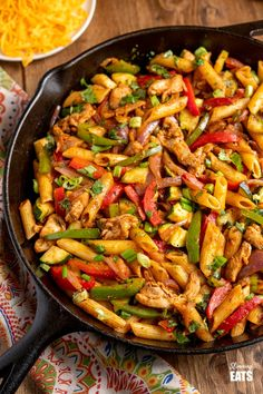 Syn Free Fajita Chicken Pasta - all the great flavours of chicken fajita's in this amazing pasta dish that the whole family will love. Slimming World and Weight Watchers friendly Fajita Pasta Recipe, Baked Pasta Recipes, Veg Recipes, Lunch Recipes, Cooking Recipes, Healthy Recipes, Healthy Food, Healthy Eating, Recipes