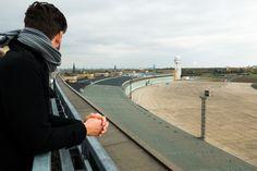 Sonntag, 19.10., 15:00 Uhr – Tempelhof, Flughafen Tempelhof: Bei der Führung durch den Flughafen Tempelhof darf man auch aufs Dach. © Milena Zwerenz