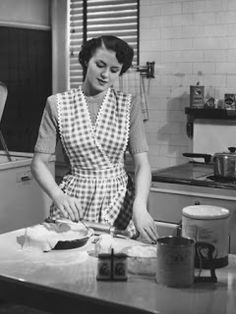 Retro Vintage Photographic Print: Woman in Kitchen Making Pie Poster by George Marks : - Vintage Housewife, 1950s Housewife, How To Make Pie, Sweet Pie, Domestic Goddess, Aprons Vintage, Housecoat, Vintage Kitchen, Homemaking