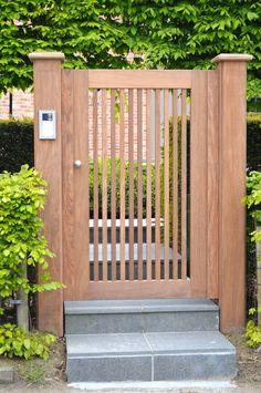 Dubbele houten draaipoort type Spatio Small Garden Gates, Garden Gates And Fencing, Garden Doors, Fences, Steel Gate Design, Fence Design, Garden Design, Small Front Yard Landscaping, Modern Landscaping